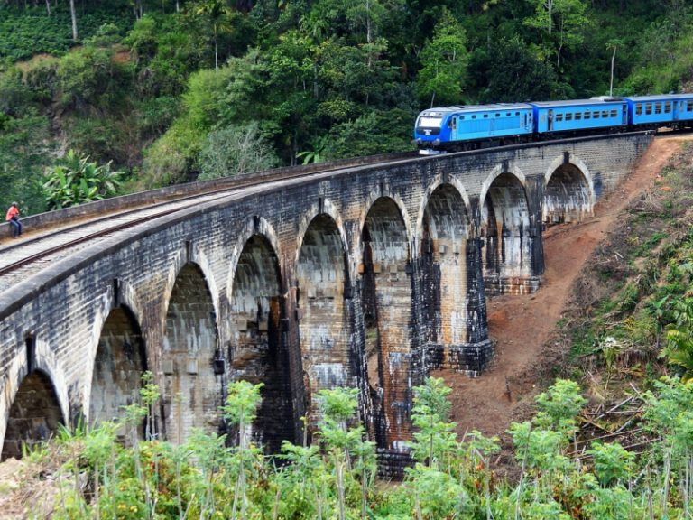 800 - Sri Lanka - train-2315520_1920