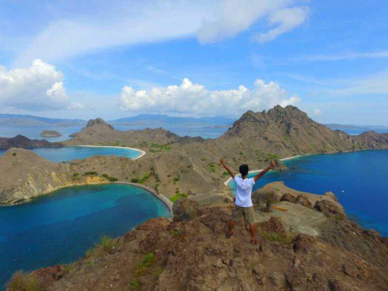 800 - Flores - enjoy-the-view-on-padar-island-komodo-islands