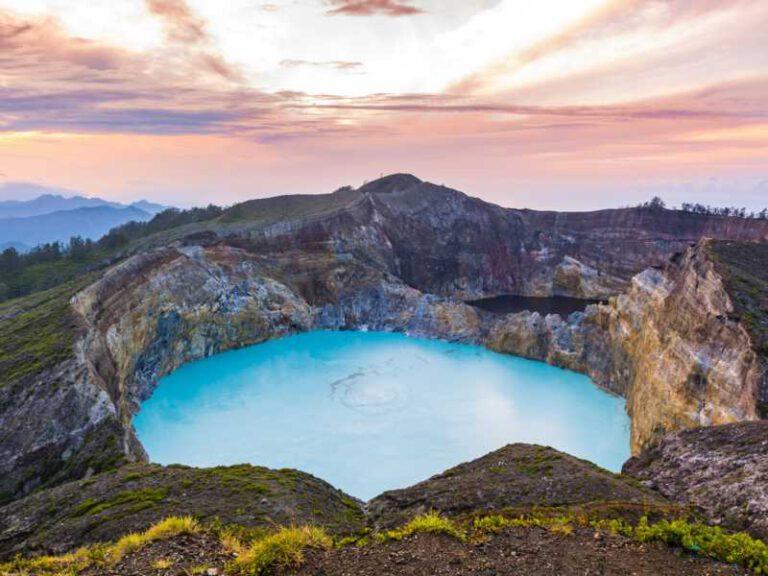 800 - Flores - gorgeous-beautiful-morning-view-of-mount-kelimutu-lake