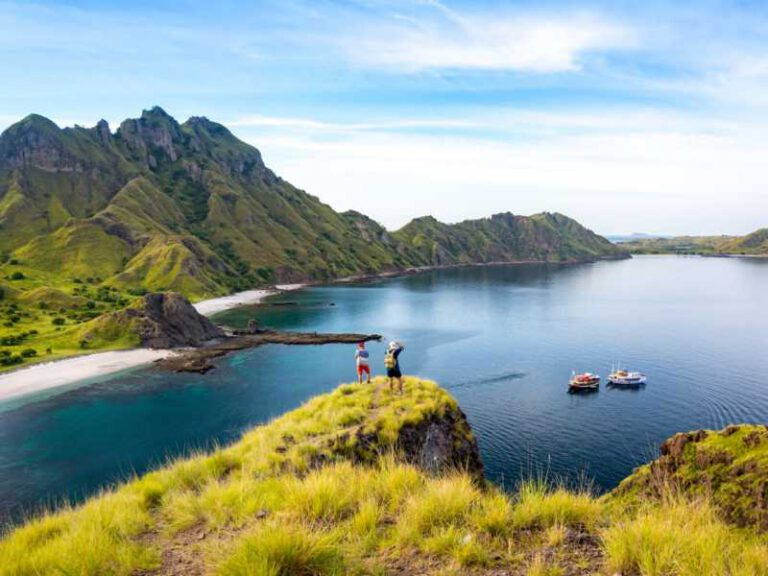 800 - Flores - happy-hikers-standing-on-cliff-mountain-enjoy-the-view-of-padar-island-before-sunset-at-k