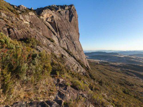 800 - Madagaskar - granite-rock-wall-andringitra-national-park-madagascar