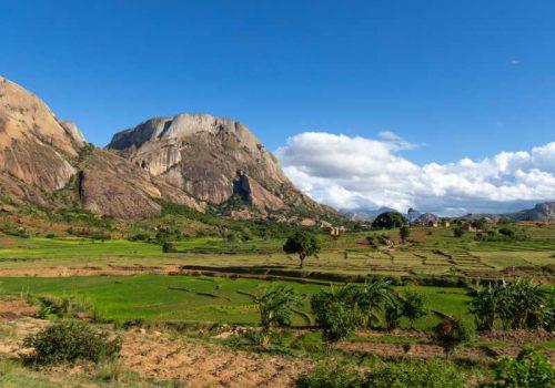 800 - Madagaskar - mountains-village-in-madagascar(2)
