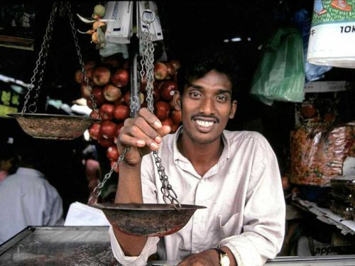 800 - Sri Lanka - shopkeeper-289772_1920